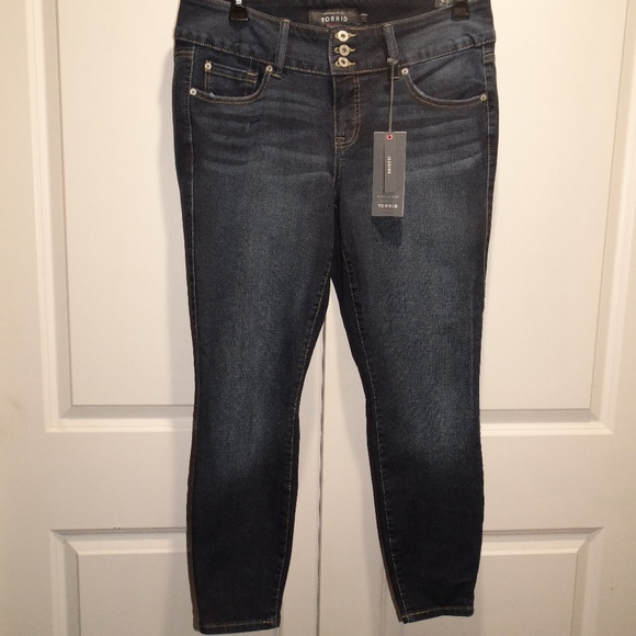0c1f87d618c1e TORRID PREMIUM 3 Button JEGGING Denim Jeans 14R
